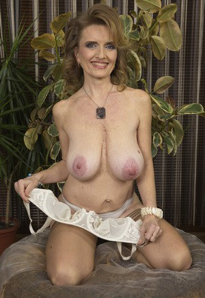 Free mature tits pics galleries