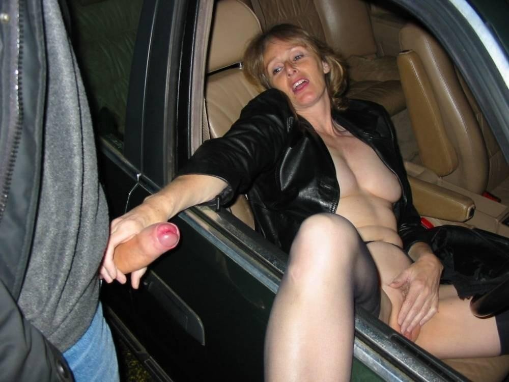 Mature showing cunt tubes