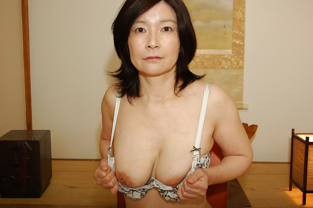 Milf saggy breasts galleriea